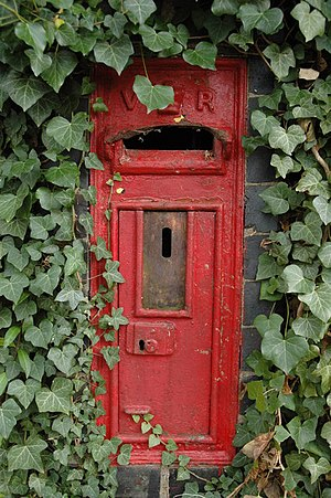 English: Disused letterbox, Callow End A disus...