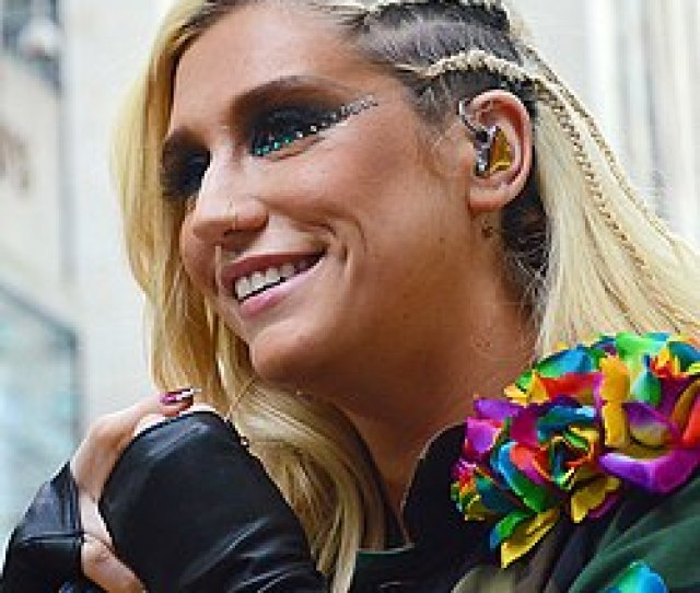 Crazy Kids In The Video Kesha Wore Cornrows Similar To The Ones Pictured