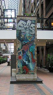 Fragment du Mur au Centre de Commerce Mondial, à Montréal