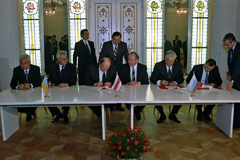 File:RIAN archive 848095 Signing the Agreement to eliminate the USSR and establish the Commonwealth of Independent States.jpg