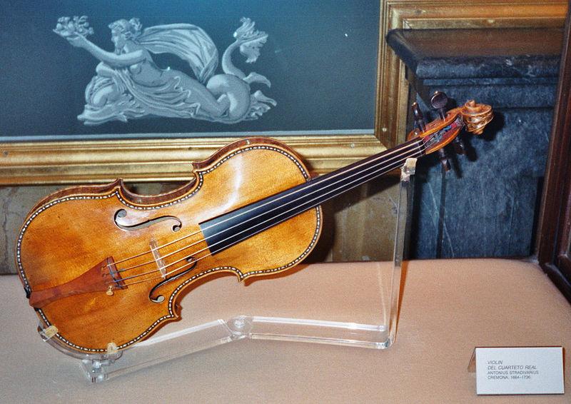 800px-Stradivarius_violin%2C_Palacio_Real%2C_Madrid.jpg