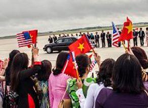 Nguyễn Phú Trọng arrives at Joint Base Andrews, to meet U.S. President Barack Obama, 6 July 2015