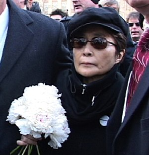 Yoko Ono delivers flowers to John Lennon's mem...