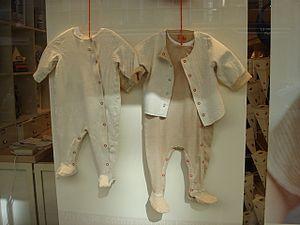 Éléments de costume pour bébé, France, XXIe si...