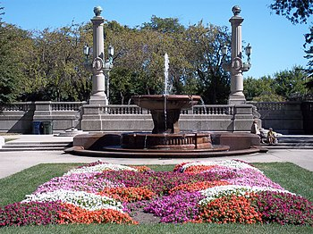 English: Fountain and garden in Grant Park Chicago