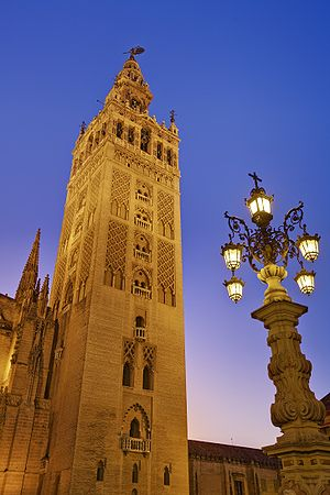 English: La Giralda at dusk, the tower of the ...