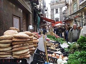Italiano: Scorcio del Mercato Ballarò