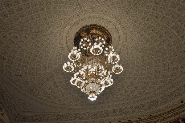 File:Teatro alla Scala lampadario Milan.jpg - Wikipedia