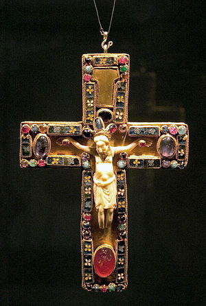 English: The pectoral cross (10th/11th c.) of ...