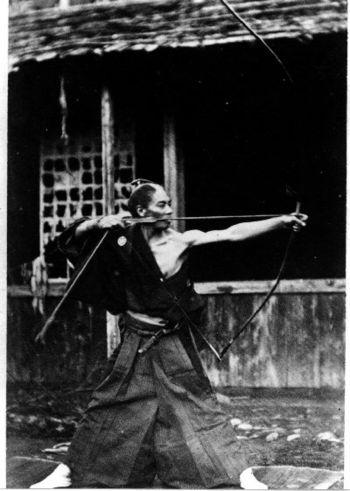 Japanese archer 弓道 Kyudo 弓術 Kyujutsu