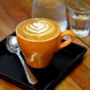 English: Latte art on a cappuccino at Doppio R...