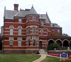English: College Hall located on the campus of...