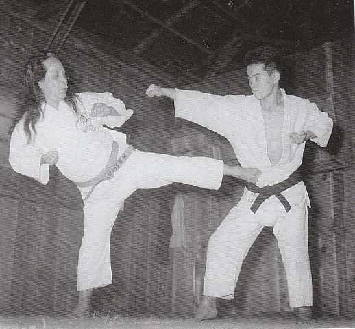 https://i1.wp.com/upload.wikimedia.org/wikipedia/commons/thumb/4/47/Gogen_and_Goshi.jpg/518px-Gogen_and_Goshi.jpg