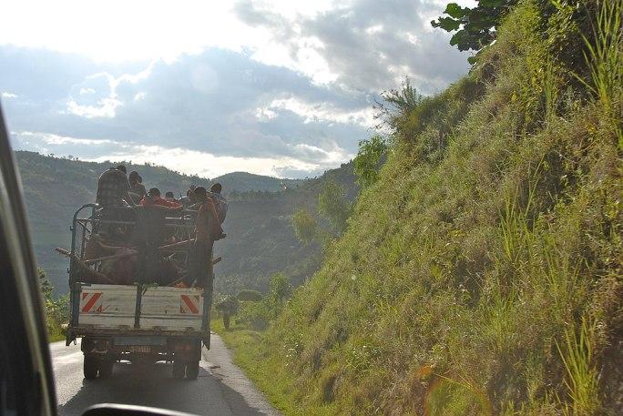 Road between Burundi Gitega and Bujumbura - Flickr - Dave Proffer (2)