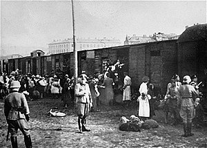 Jews loading onto trains at the Umschlagplatz ...