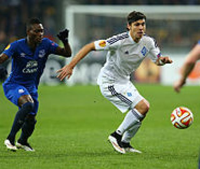 Atsu Left Playing For Everton In The Europa League Match Against Dynamo Kyiv On