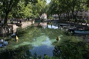 English: Canal du Vassé, city of Annecy France...
