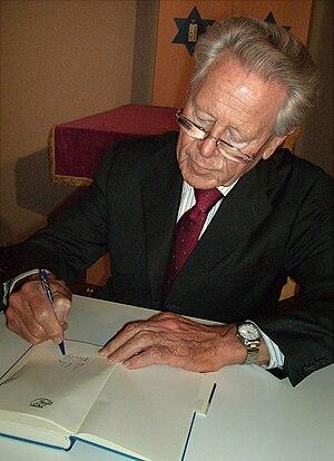 Deutsch: Hans Küng in der Synagoge (Hechingen)...