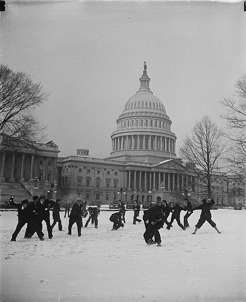 File:Snowball fight in front of U.S. Capitol.jpg