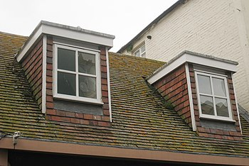 English: Flat Roof Dormer windows on George Street