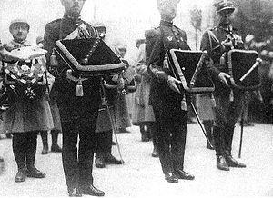 Français : Jour des funérailles de Foch. Bâton...