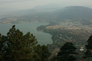 English: Vista de la ciudad de Amatitlán, desd...
