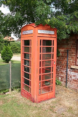 English: Sotby phone box. These old red boxes ...