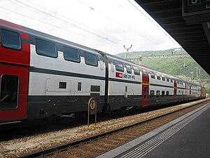 Español: Tren de dos pisos en la estación de t...