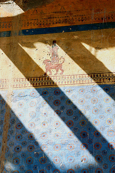 File:Wall-paintings of Erebuni Fortress.jpg