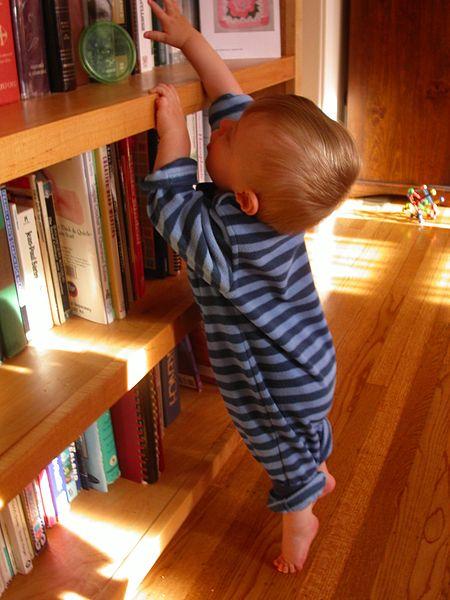 File:Baby on Tiptoes.jpg