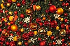 Christkugeln am Weihnachtsbaum im Glattzentrum in Wallisellen 2011-11-19 18-50-16