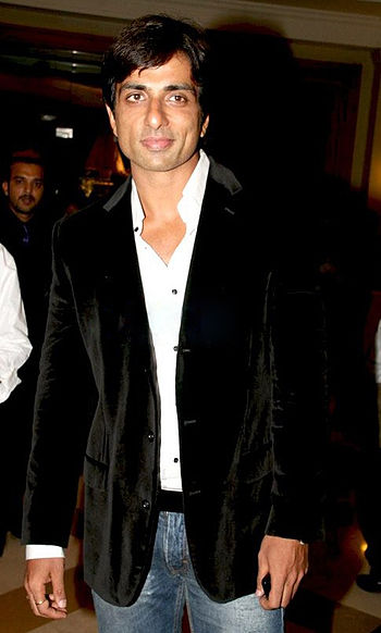 English: Sonu Sood at the B&D Award's nite