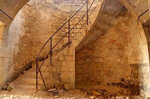 Escalier menant au deuxième étage du caserneme...