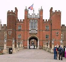 Istana Hampton Court di London