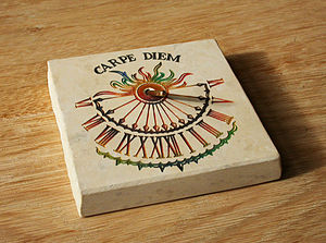 English: A horizontal sundial with Carpe Diem ...