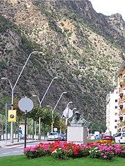 Estatua del s�ndico Francesc Cairat