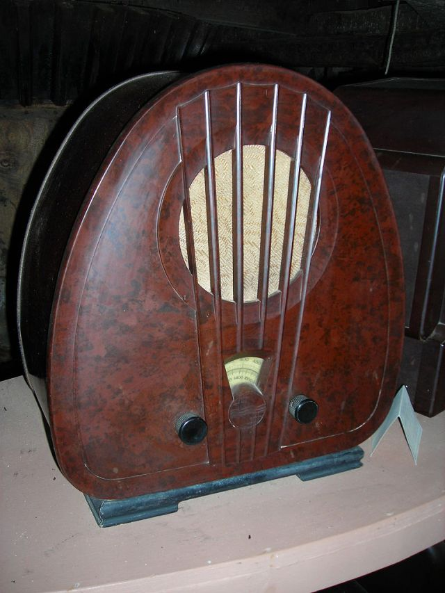 Photograph of a vintage bakelite radio. From the Bakelite Museum, Somerset, UK. Image Credit : Robneild.