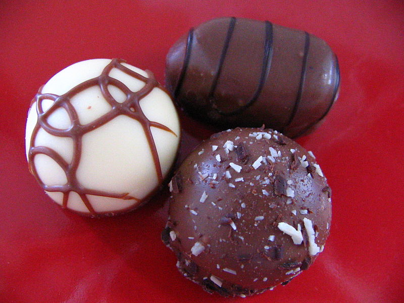 File:Easter chocolate truffles.jpg