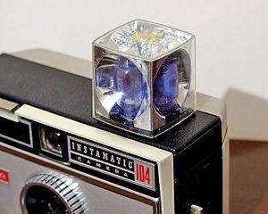 English: A flashcube fitted to a Kodak Instama...