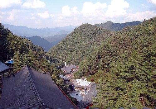 File:Korea-Danyang-Guinsa Nestled in the Valley 3026-07.JPG