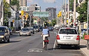 English: Bicycle sharrows (shared-lane marking...