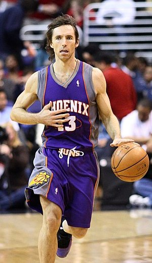 Steve Nash dribbling the ball