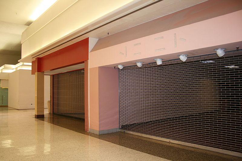 File:El Con vacant storefronts.jpg