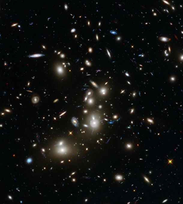 Foto Ratusan Galaksi Melalui Teleskop Hubble 2014.