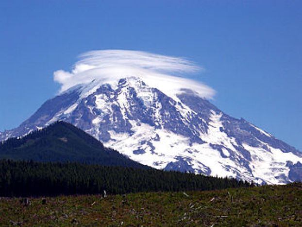 English: Author- Jordan Goss Mt. Rainier as ob...