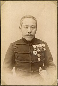 https://upload.wikimedia.org/wikipedia/commons/thumb/4/4d/Officer_in_a_uniform%2C_Japan_(10797739915).jpg/200px-Officer_in_a_uniform%2C_Japan_(10797739915).jpg