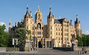 front aspect of Schwerin Castle, Germany Españ...