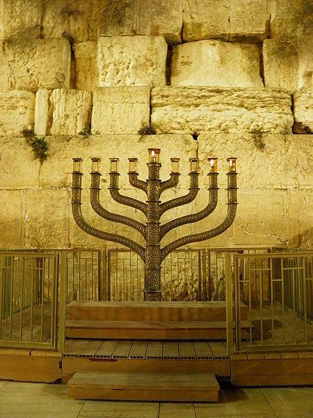 קובץ:Jerusalem Hannukah 021210.jpg