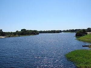 Rio Guaporé, passando pela cidade de Pontes e ...
