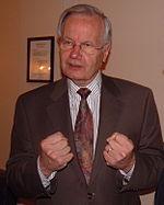 https://i1.wp.com/upload.wikimedia.org/wikipedia/commons/thumb/4/4f/Bill_Moyers_24_May_2005.jpg/150px-Bill_Moyers_24_May_2005.jpg